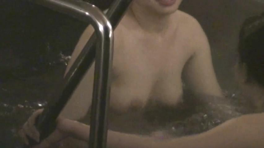 【おっぱい】男の目がないと思って素でお風呂を楽しんでいる素人さんたちwww【30枚】