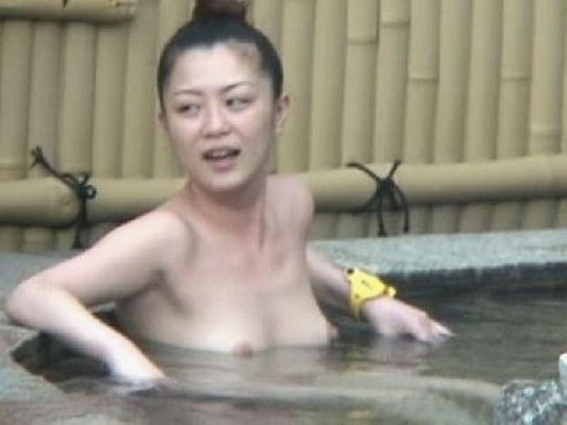 【おっぱい】男の目がないと思って素でお風呂を楽しんでいる素人さんたちwww【30枚】 30