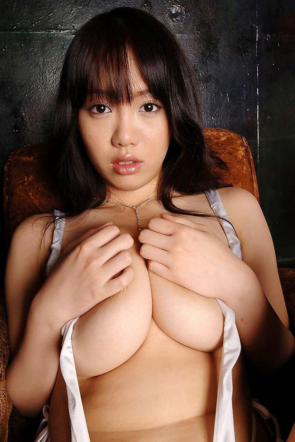 【おっぱい】下乳ってなんでこんなにも巨乳に見えてくるんだろうね?【32枚】 28