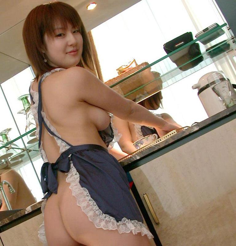 【おっぱい】裸エプロンは美尻を楽しむもの?いいえ、横乳を楽しむものです!【30枚】 27
