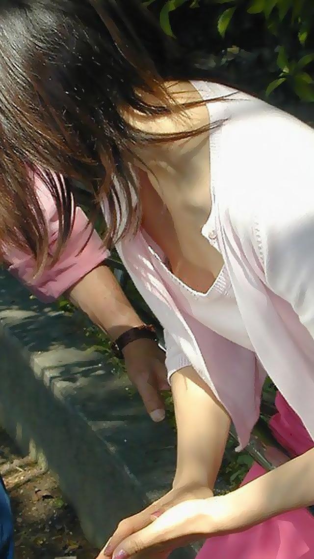 【おっぱい】乳首が見えているような気がして二度見してしまう系の街撮り谷間画像まとめ【30枚】 26