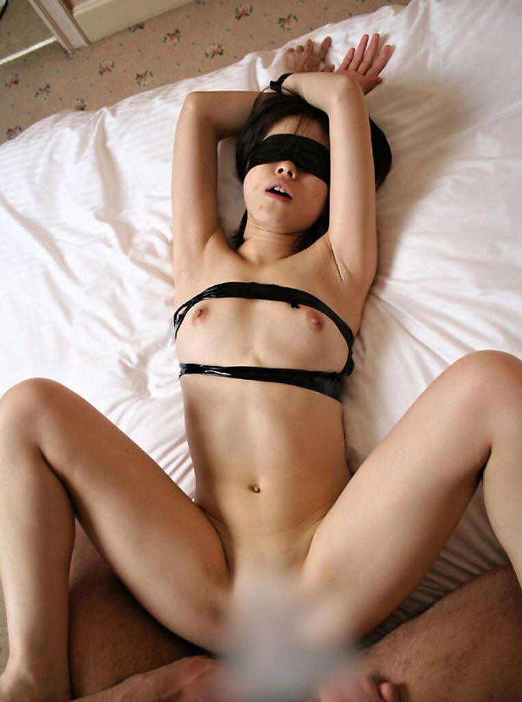 【おっぱい】ガッツリ緊縛されている女性の儚いおっぱいが抜けるwww【30枚】 04