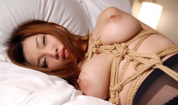 【おっぱい】ガッツリ緊縛されている女性の儚いおっぱいが抜けるwww【30枚】 05