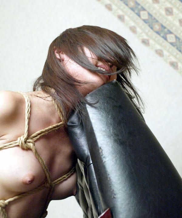 【おっぱい】ガッツリ緊縛されている女性の儚いおっぱいが抜けるwww【30枚】 30