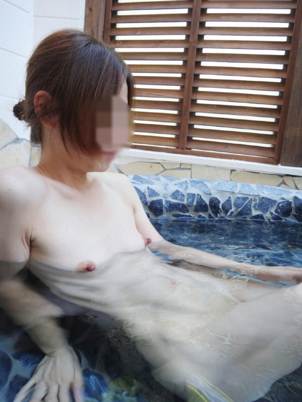 【おっぱい】やっぱり露出狂がニヤついているようにしか見えない素人さんの温泉記念撮影もの【30枚】 22