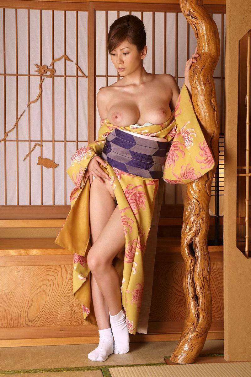 【おっぱい】和服や浴衣の乱れが海外でもエロいと評判の理由を考えてみるwww【32枚】 11