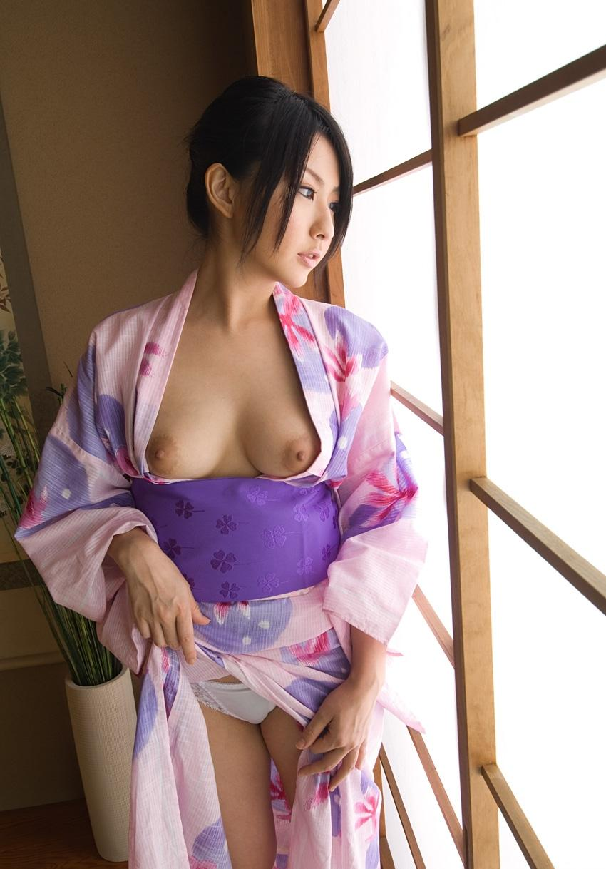 【おっぱい】和服や浴衣の乱れが海外でもエロいと評判の理由を考えてみるwww【32枚】 26