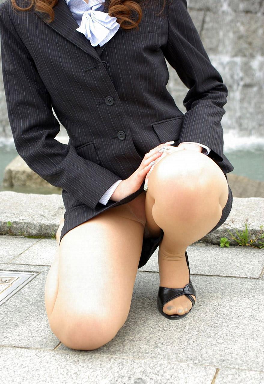 【おっぱい】会社で後輩OLに足コキされながらおっぱい懇願するのが夢です!【32枚】 03