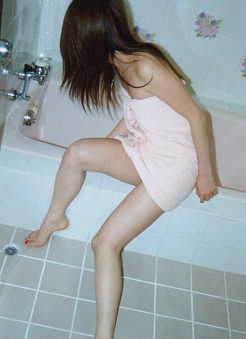【おっぱい】バスタオル一枚で魅力を引き立て、さらに男を焦らせる女の子のすごさwww【36枚】 36