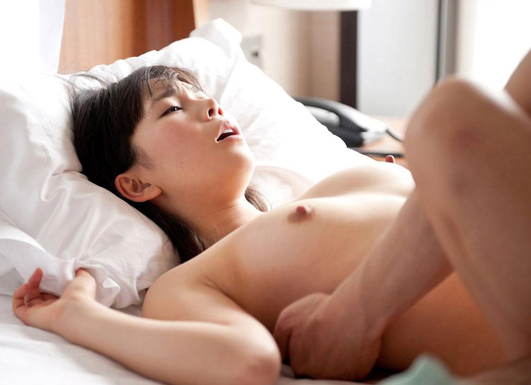 【おっぱい】定番がゆえに最強であることがよくわかる正常位のセックス画像まとめ【32枚】 13
