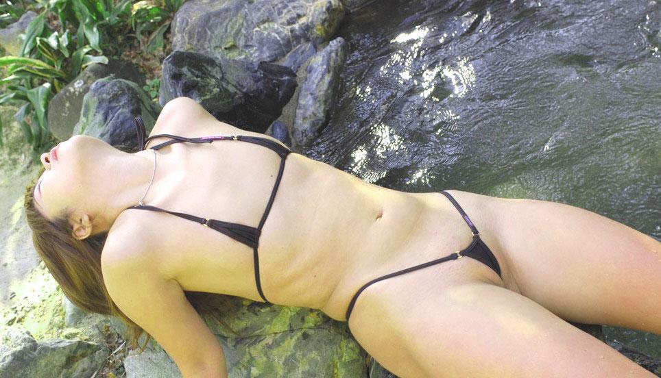 【おっぱい】例のプールを借り切って変態水着姿の巨乳なお姉ちゃんを侍らすのが夢です【32枚】 24