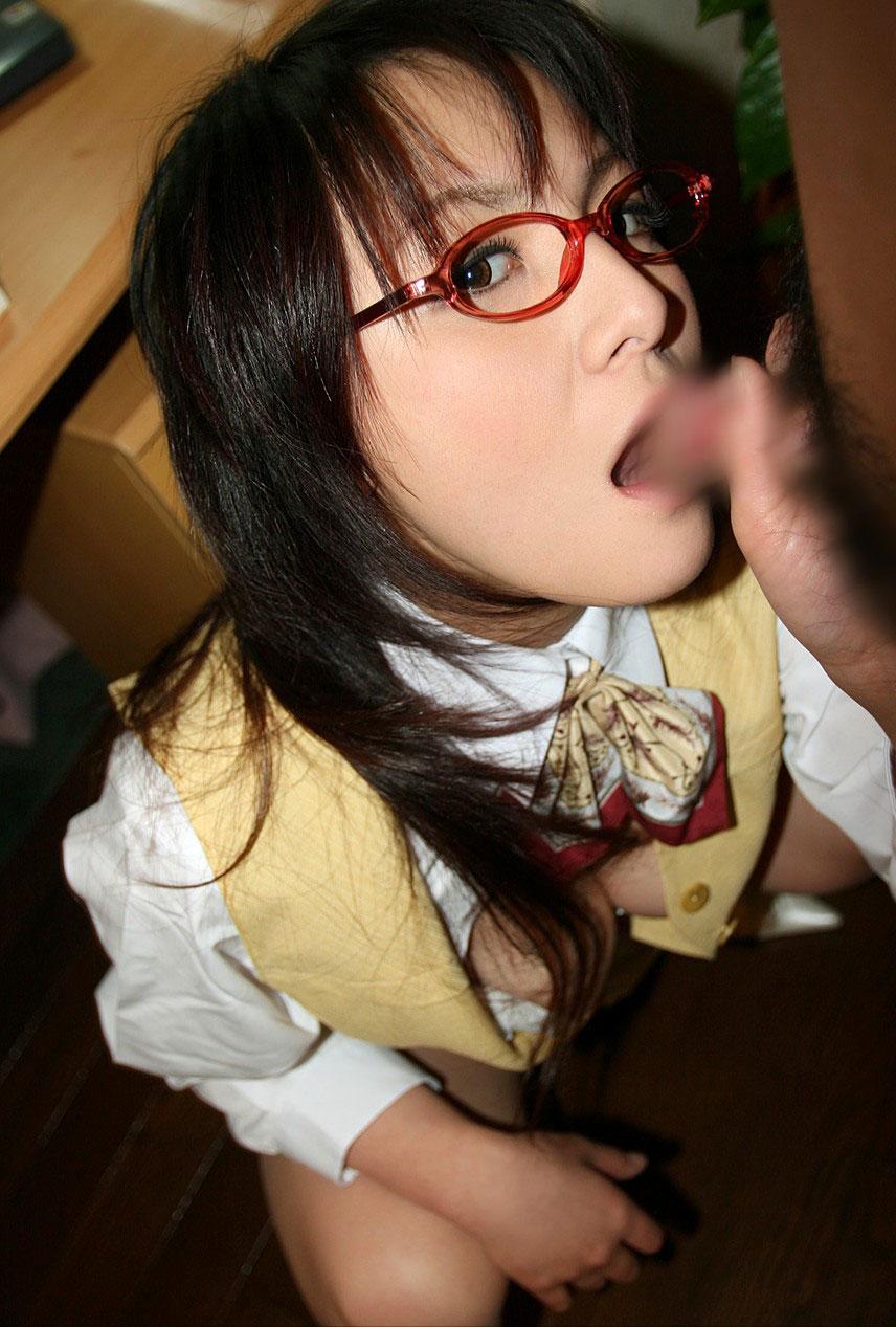 【おっぱい】メガネしてる地味っぽい女の子が晒しているおっぱいほどエロいものはないwww【33枚】 17