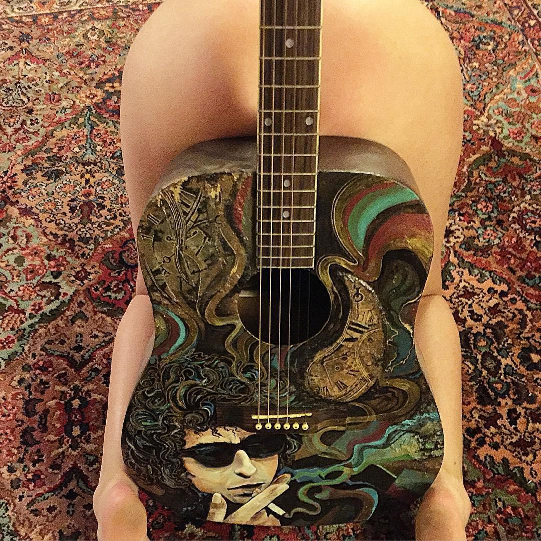 【おっぱい】バンドマンじゃなくても興奮するギターとヌード女性のコラボ画像【43枚】 24