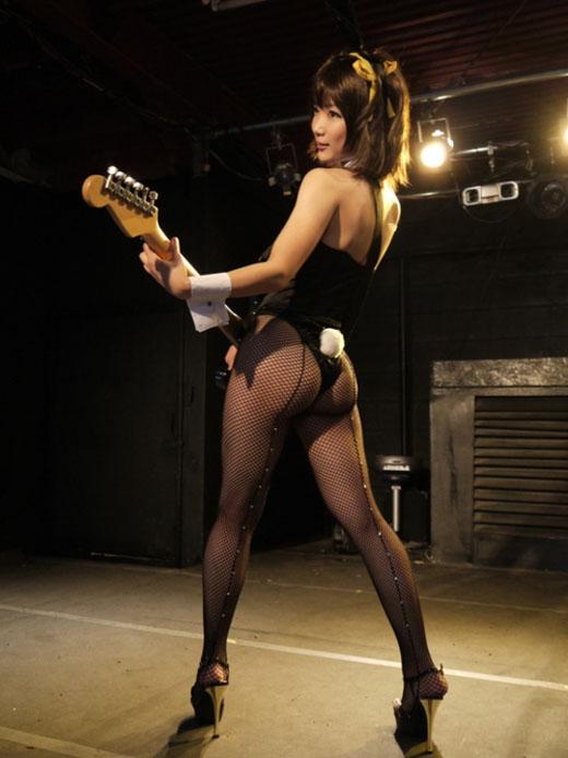 【おっぱい】バンドマンじゃなくても興奮するギターとヌード女性のコラボ画像【43枚】 40