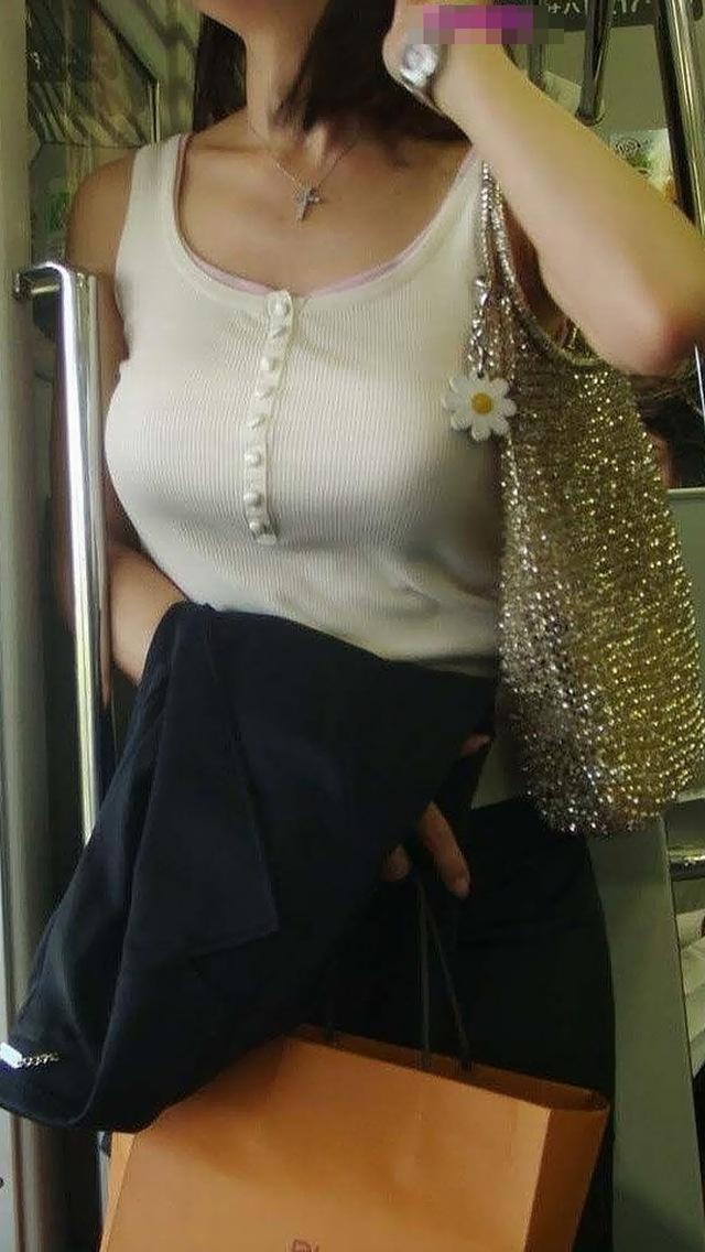 【おっぱい】巨乳であることに不便を感じるのはファッションが一番かもしれないwww【30枚】 03