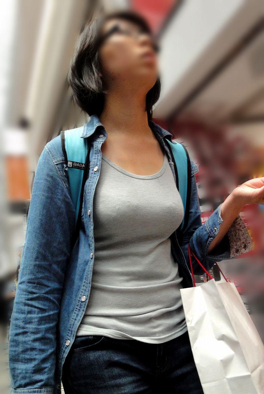 【おっぱい】巨乳であることに不便を感じるのはファッションが一番かもしれないwww【30枚】 19