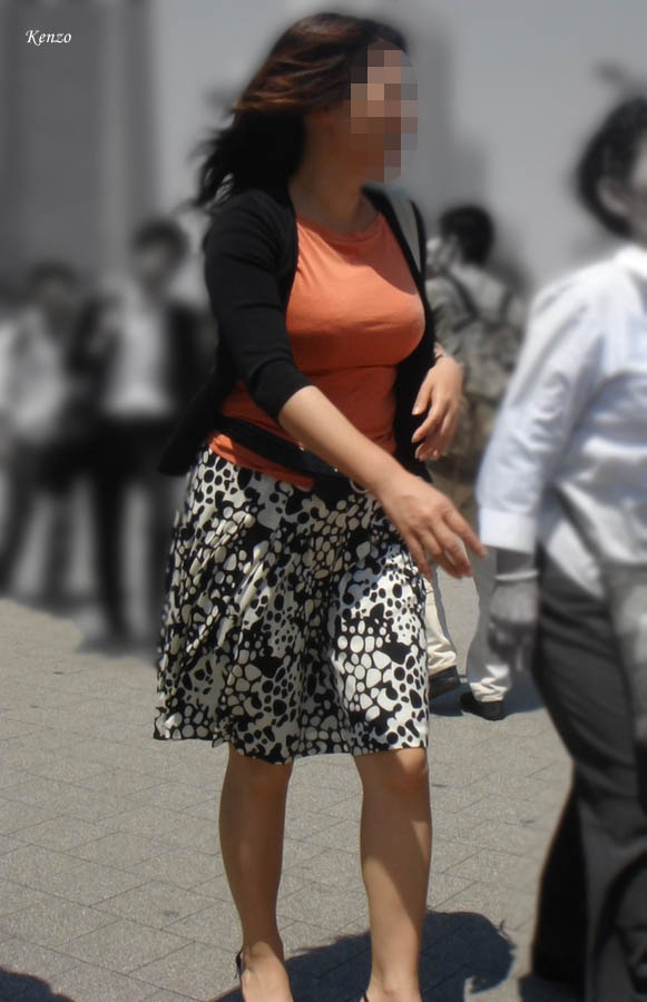 【おっぱい】巨乳であることに不便を感じるのはファッションが一番かもしれないwww【30枚】 25