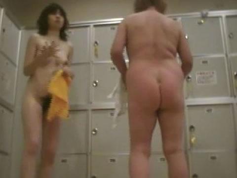 【おっぱい】まさか大浴場の脱衣所にカメラが置かれているとは思ってない素人さんたちwww【30枚】 21