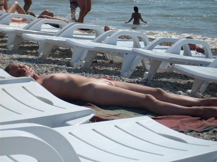 【おっぱい】快晴のビーチでお天道様に照らされているおっぱいがエロいのなんのってwww【28枚】 18