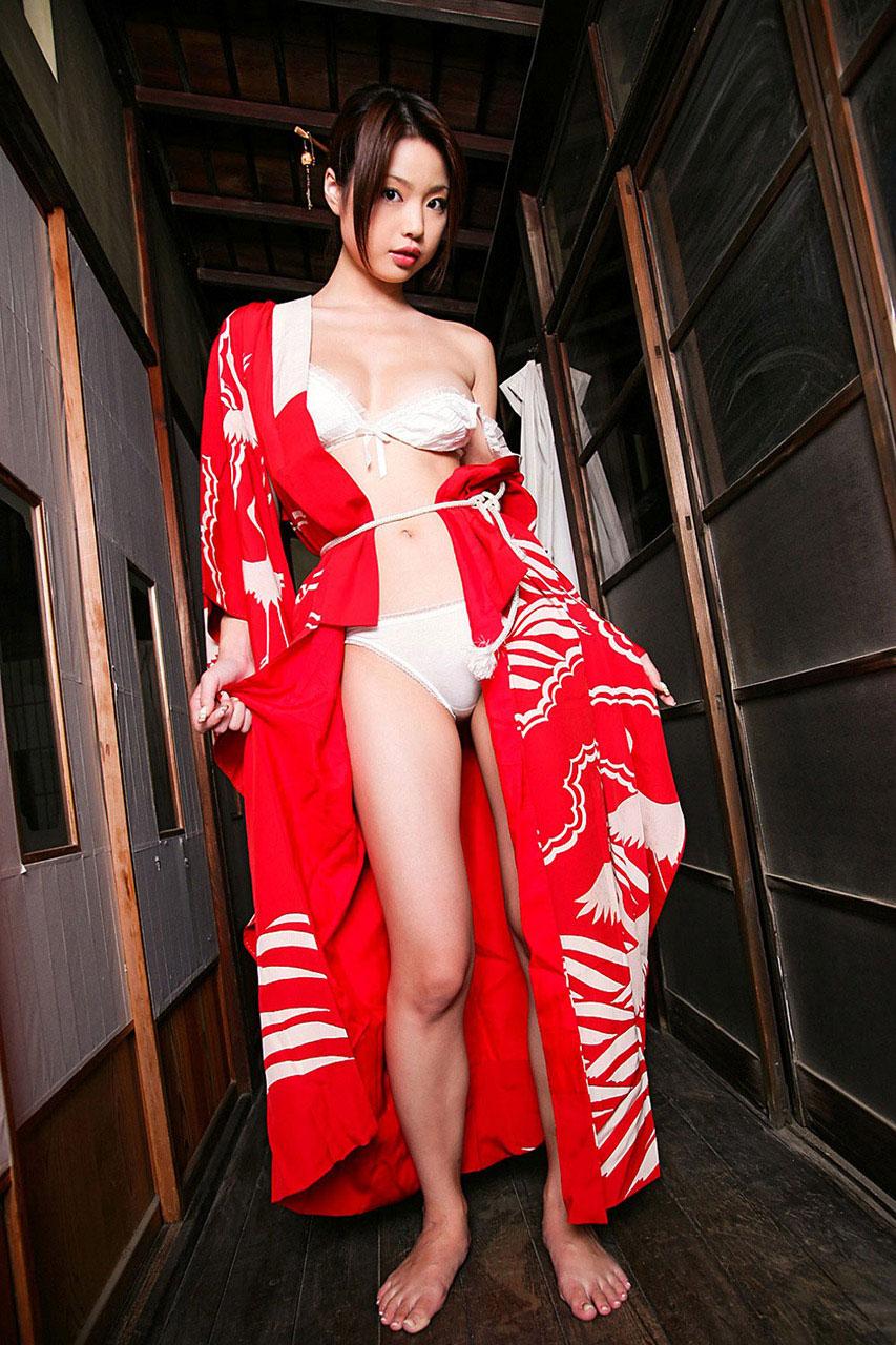 【おっぱい】日本人として安定して抜ける着物から覗くおっぱいたちwww【30枚】