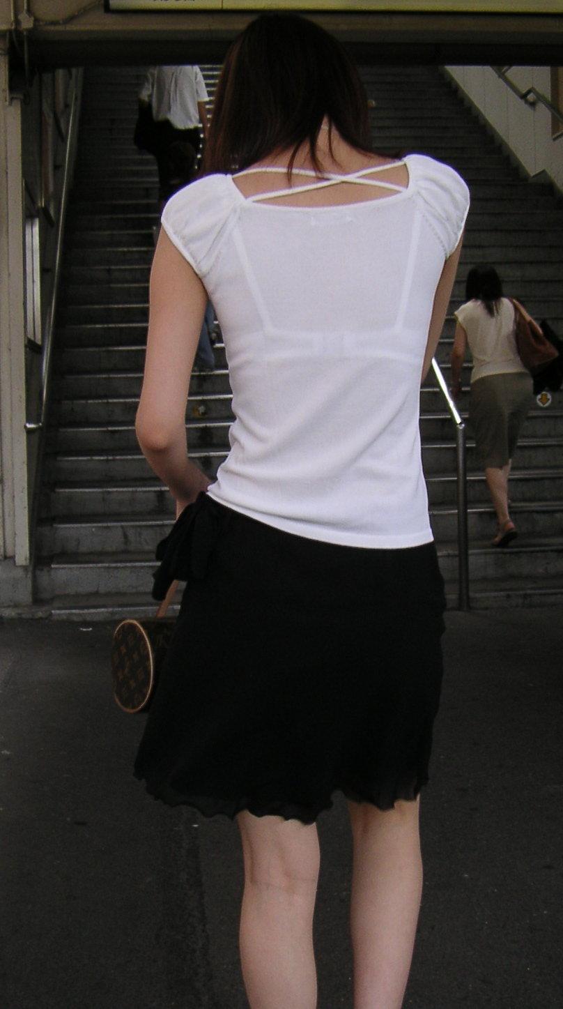 【おっぱい】街中なのにブラジャーを見せて歩いている素人がいると聞いてwww【20枚】 19