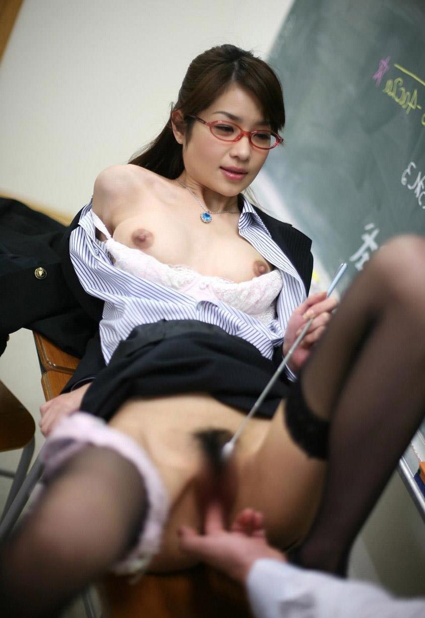 【おっぱい】青春時代にガチで出会いたかったエロい女教師についてwww【35枚】 29