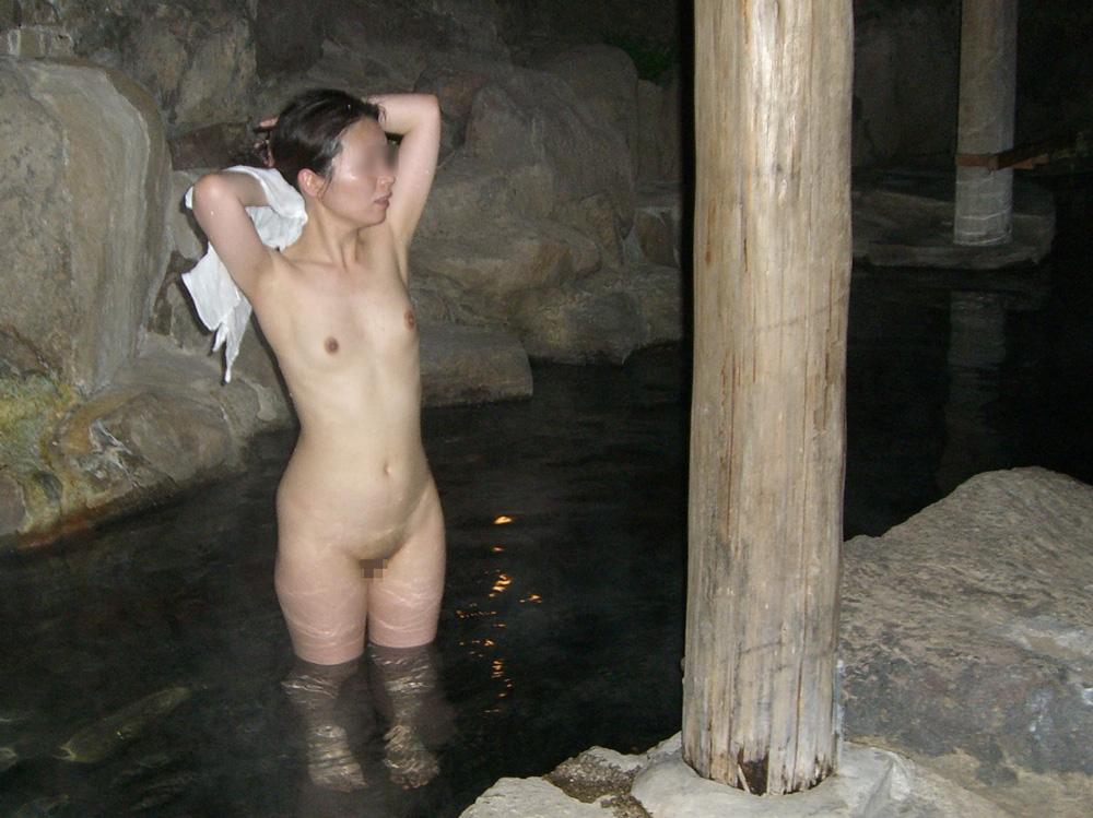【おっぱい】焦らずに撮影できる露出スポットこと温泉でも素人感は消えないwww【30枚】 03