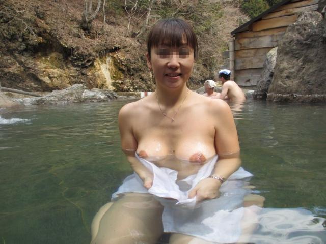 【おっぱい】焦らずに撮影できる露出スポットこと温泉でも素人感は消えないwww【30枚】 26
