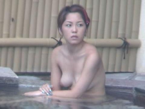 【おっぱい】エロを意識していない素人さんのおっぱいが楽しめる温泉の覗き画像まとめ【30枚】 26