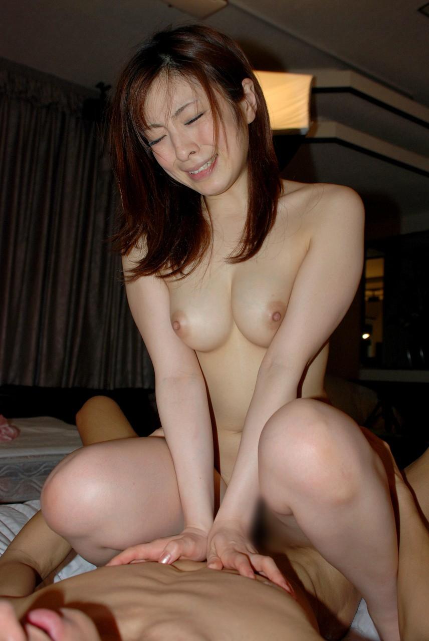 【おっぱい】男の上に乗って全力でセックスしている女性の美しいおっぱい【30枚】 28