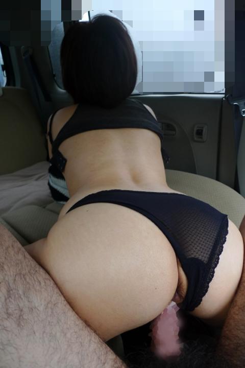 【おっぱい】車の中でエロいことしていたら外からおっぱい丸見えだよwww【32枚】 14