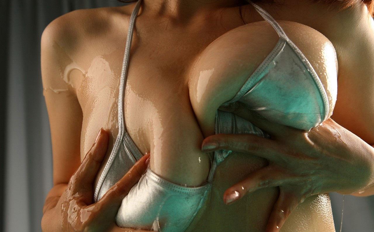 【おっぱい】巨乳を一番魅力的に見せたいならオイルかローションを塗れ!w【34枚】 06