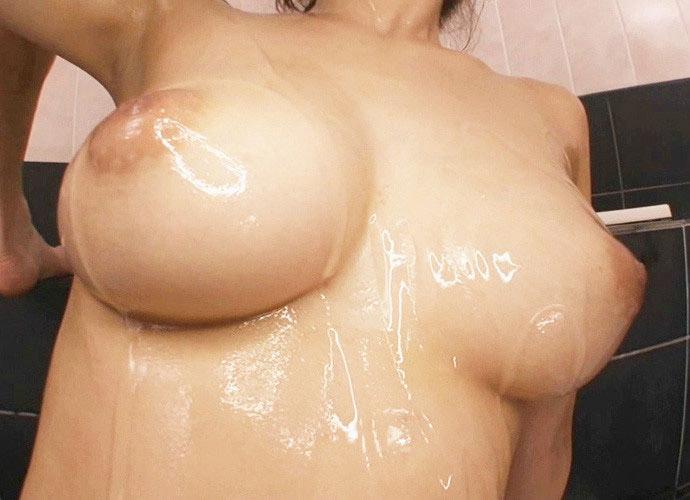 【おっぱい】巨乳を一番魅力的に見せたいならオイルかローションを塗れ!w【34枚】 15