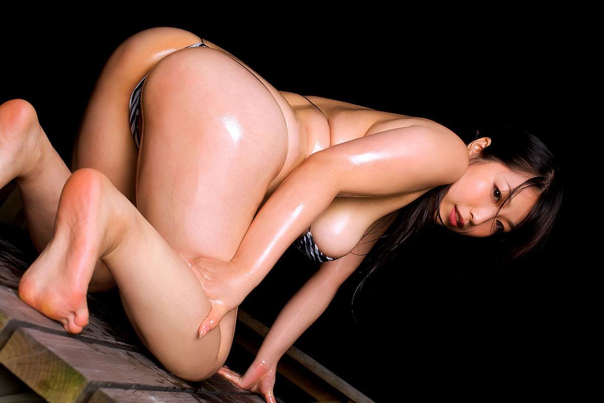 【おっぱい】巨乳を一番魅力的に見せたいならオイルかローションを塗れ!w【34枚】 34