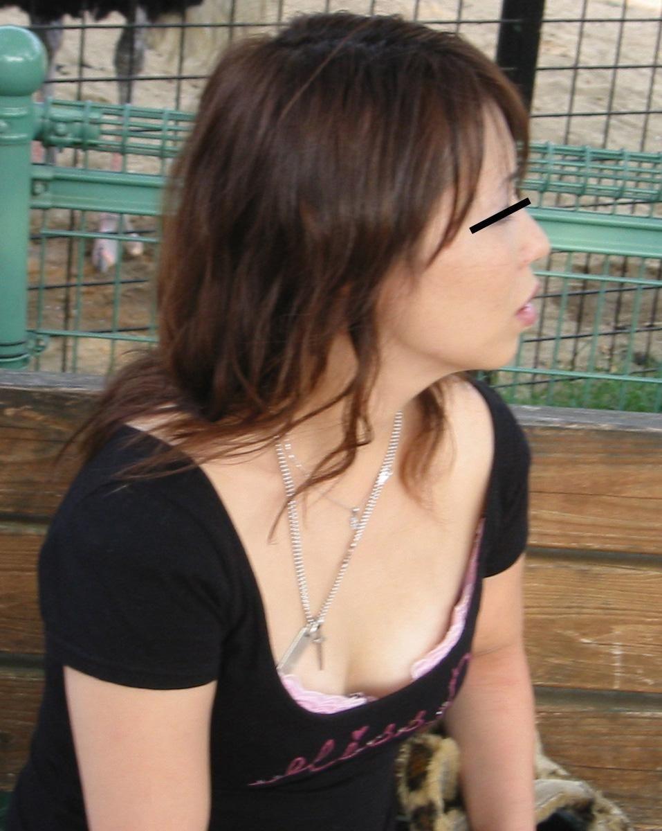 【おっぱい】乳首チラを期待して長時間凝視してしまいそうな際どい素人さんの胸元www【30枚】 17