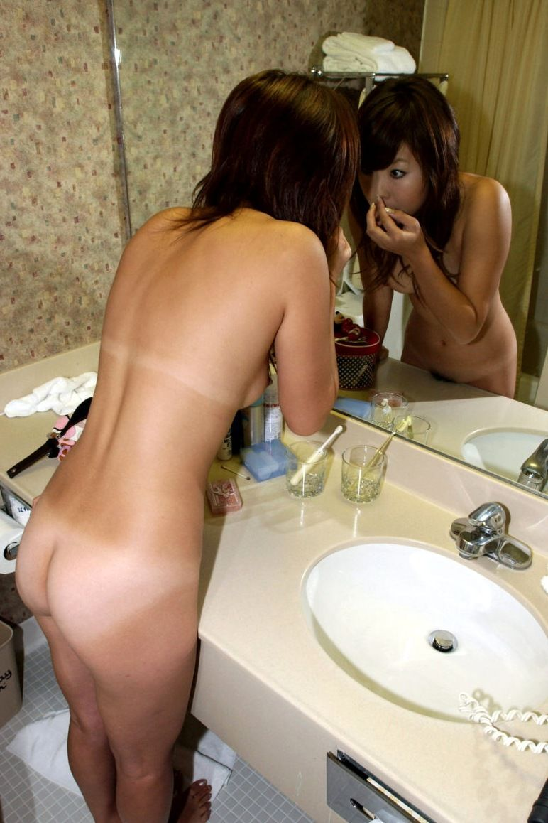 【おっぱい】鏡越しに見るおっぱいって絵としてもエロとしても最高だよなwww【27枚】 09