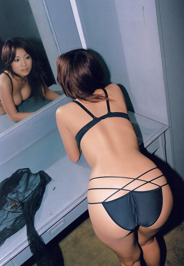【おっぱい】鏡越しに見るおっぱいって絵としてもエロとしても最高だよなwww【27枚】 17