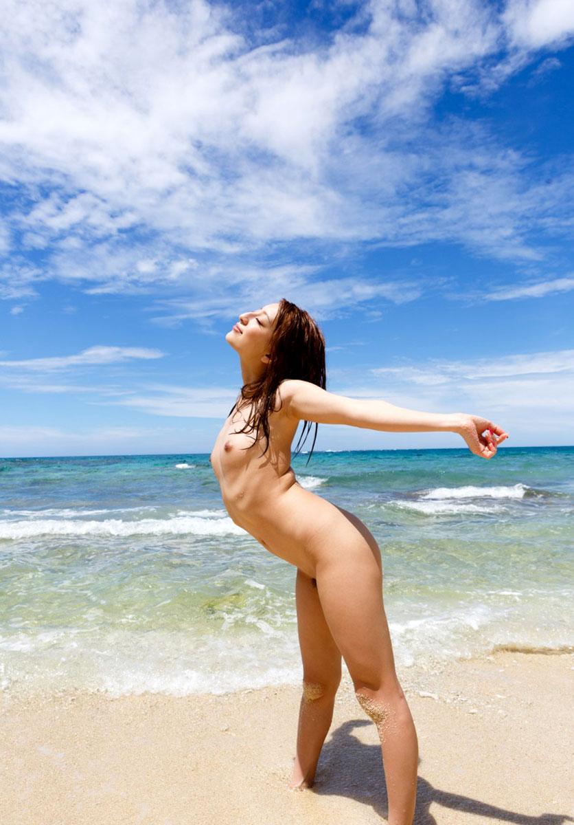 【おっぱい】ビーチだから水着姿かと思ったらおっぱい丸見えだったでござるの巻【29枚】 21