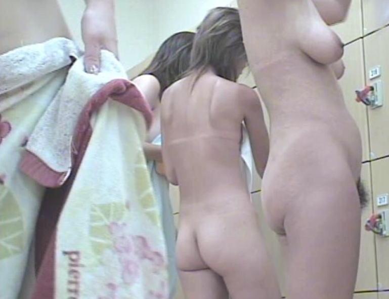 【おっぱい】女の子の着替えを覗くという行為に心が躍るのは男の本能なんです!!!【30枚】 27