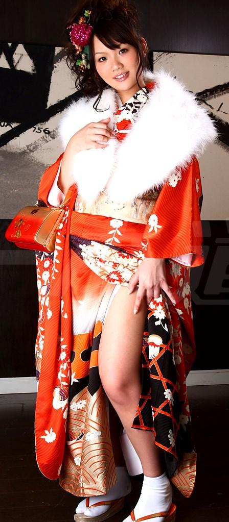 【おっぱい】和服や浴衣が似合う日本的な彼女とイチャコラしたくなる画像まとめ【30枚】 17