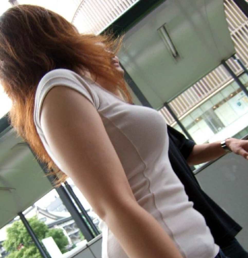 【おっぱい】暖かくなってくると巨乳が強調されるファッションが増えていいwww【30枚】 04