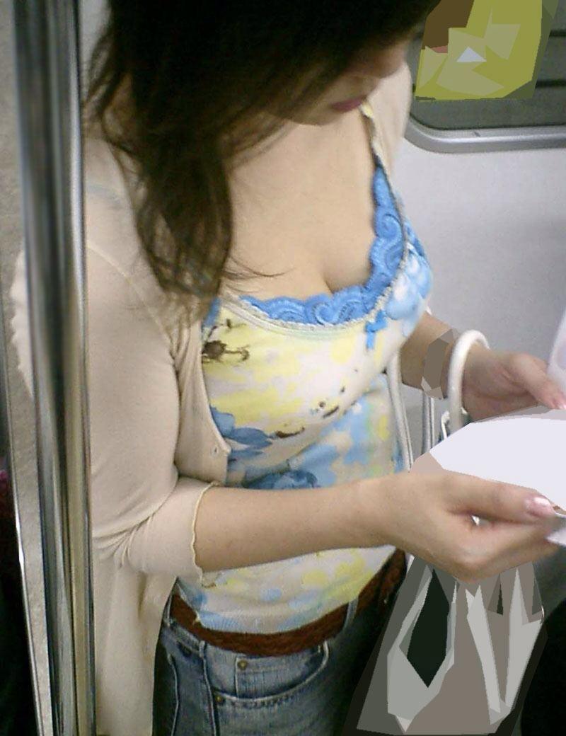 【おっぱい】暖かくなってくると巨乳が強調されるファッションが増えていいwww【30枚】 05