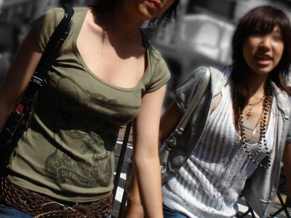 【おっぱい】暖かくなってくると巨乳が強調されるファッションが増えていいwww【30枚】 12