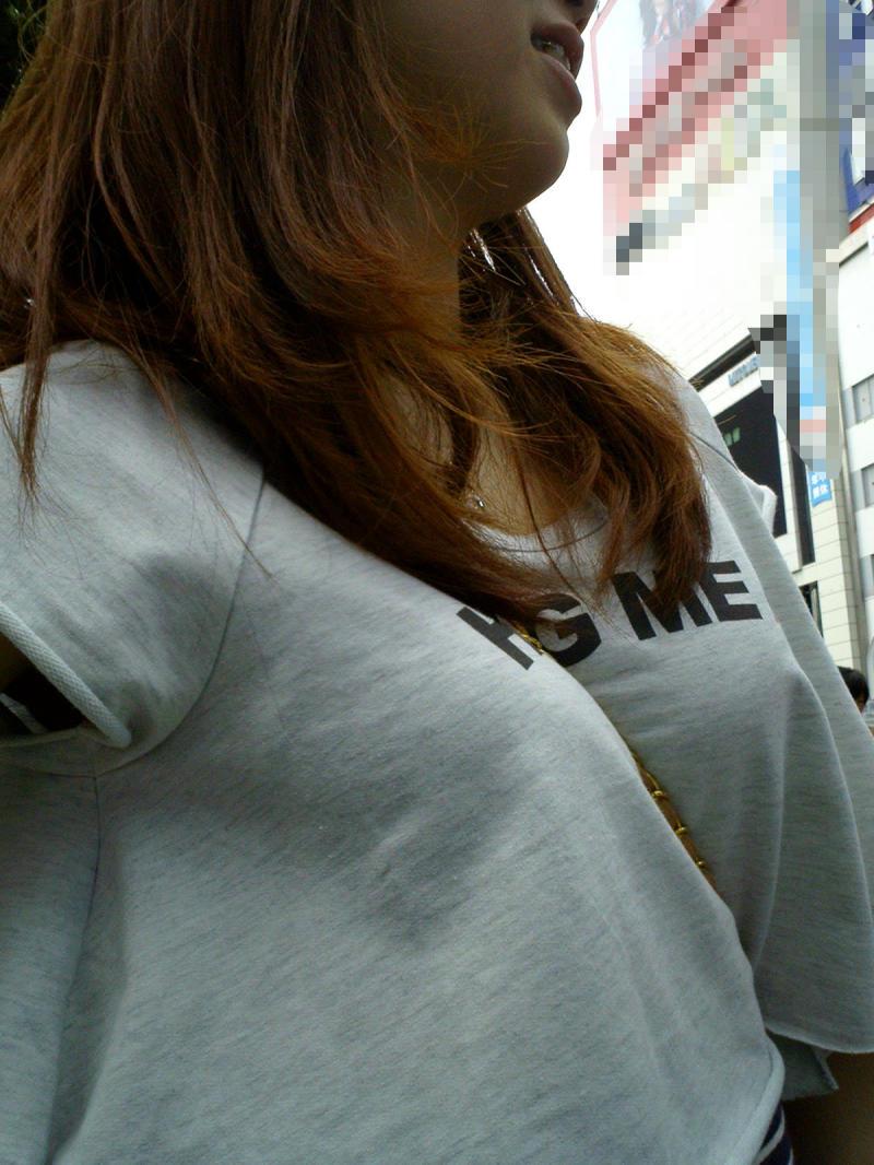 【おっぱい】暖かくなってくると巨乳が強調されるファッションが増えていいwww【30枚】 19