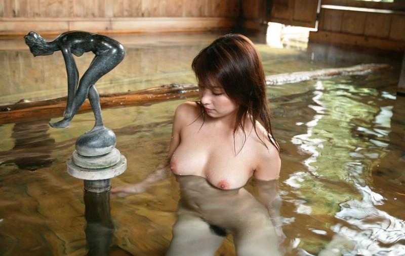 【おっぱい】汗ばむぐらいの温度になってきたからこそ見たい風呂や温泉のヌード画像www【27枚】 08