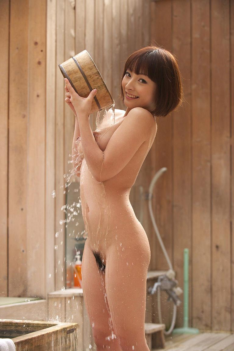【おっぱい】汗ばむぐらいの温度になってきたからこそ見たい風呂や温泉のヌード画像www【27枚】 14