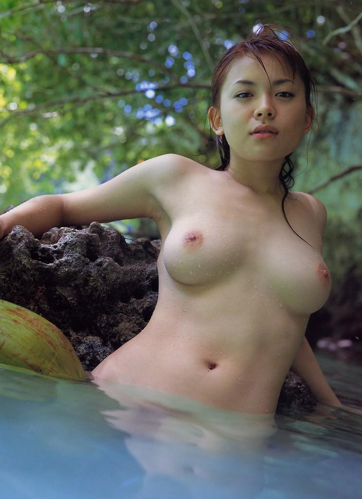 【おっぱい】汗ばむぐらいの温度になってきたからこそ見たい風呂や温泉のヌード画像www【27枚】 23