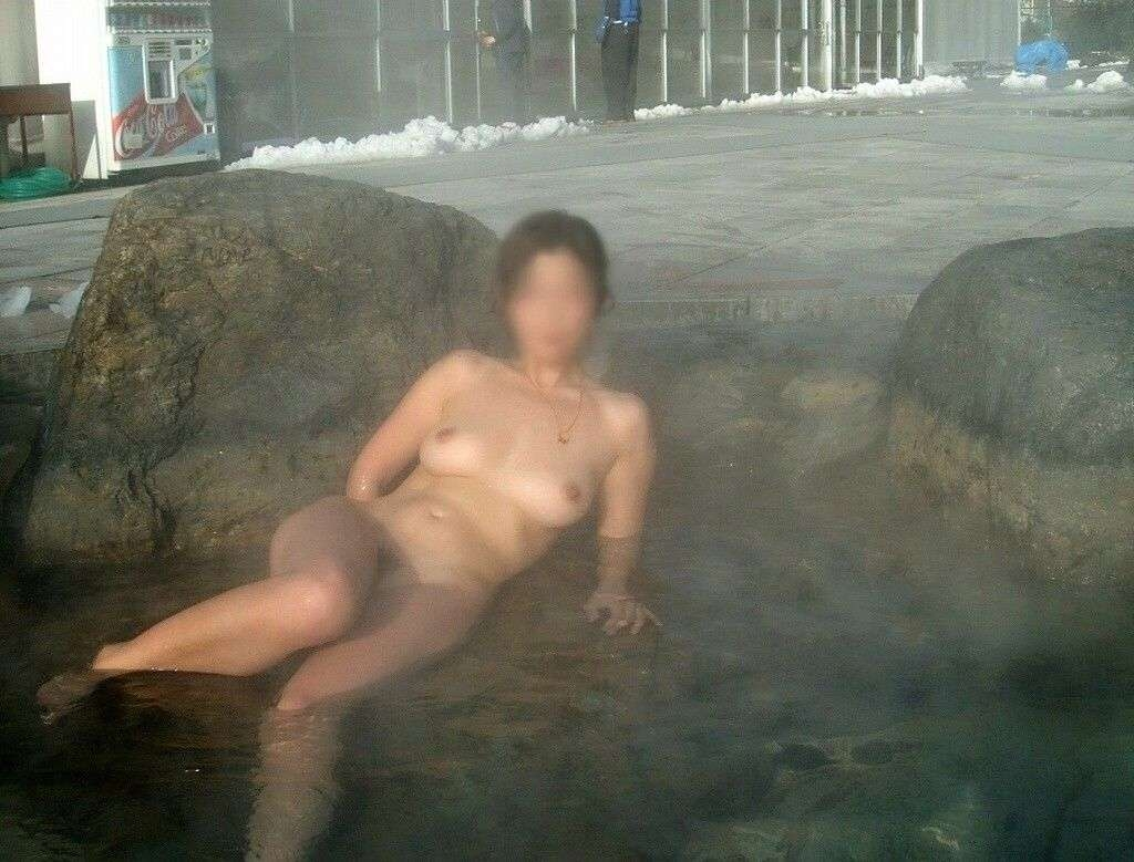 【おっぱい】冬場は温泉で露出していた人たちも普通に露出しだすようになってきた!?【30枚】 04
