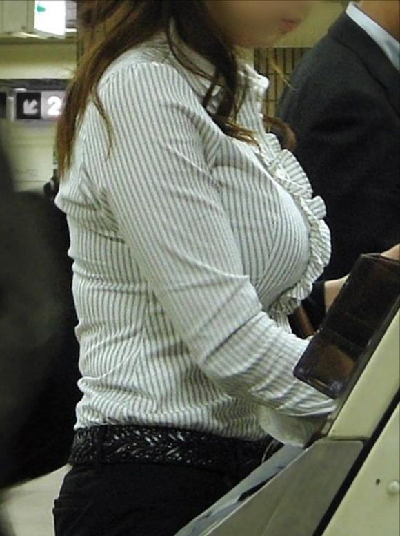 【おっぱい】服を着ていたら卑猥にならないという常識をぶち壊す勢いの着衣巨乳ちゃんたちwww【30枚】 08