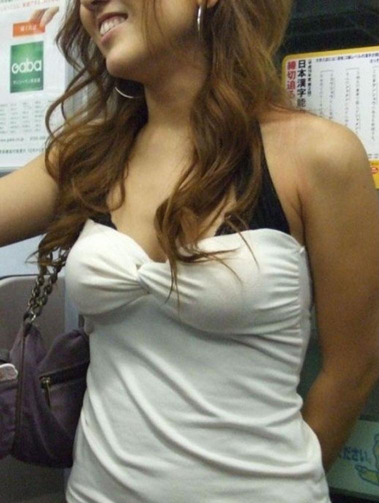 【おっぱい】服を着ていたら卑猥にならないという常識をぶち壊す勢いの着衣巨乳ちゃんたちwww【30枚】 14